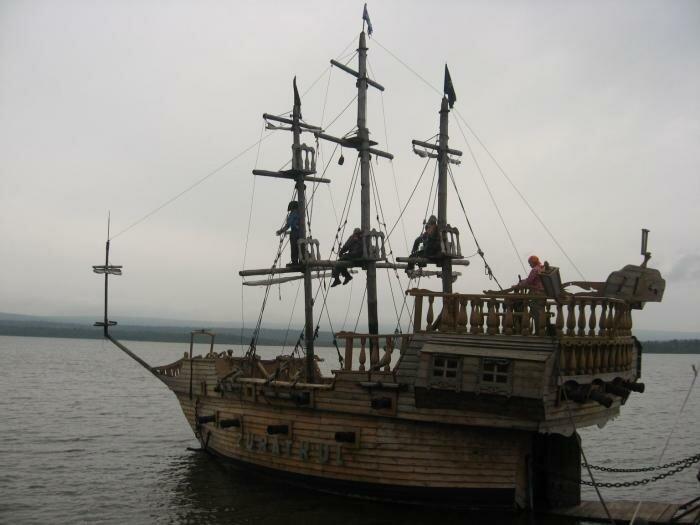 Бригантина у пристани